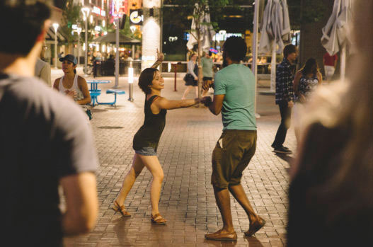learn salsa in Colombia