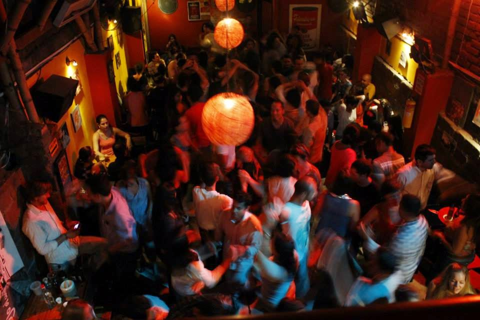 Image of social dancing at a salsa club in Cali after taking some salsa lessons in Cali